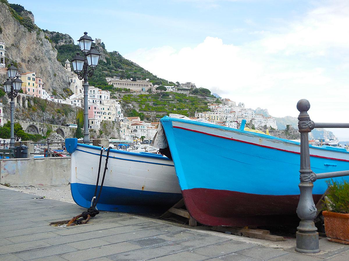 Fischerboote im Hafen von Amalfi